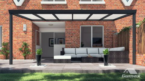 Gumax terrasoverkapping vooraanzicht 6.06m breed x 2.5m diep klassiek antraciet met opaal polycarbonaat dak