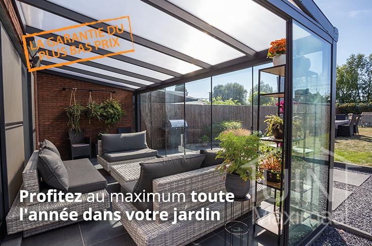 pièce de jardin en anthracite mat avec toit en verre et portes coulissantes en verre