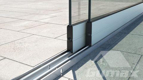 Gumax terrasoverkapping mat wit met glazen schuifdeuren