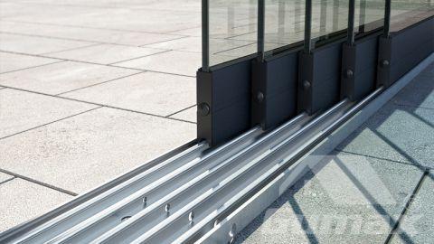 Gumax terrasoverkapping mat antraciet met glazen schuifdeuren