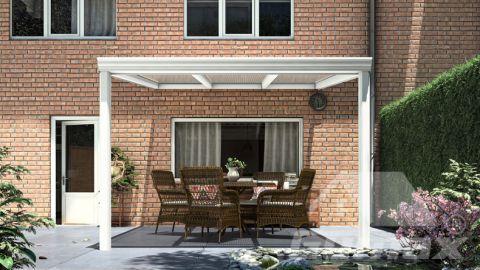 Klassieke terrasoverkapping in mat wit van 3,06 x 3,5 meter met heldere polycarbonaat