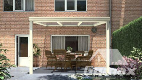 Gumax terrasoverkapping vooraanzicht 3.06m breed x 3.5m diep klassiek crème met helder polycarbonaat dak