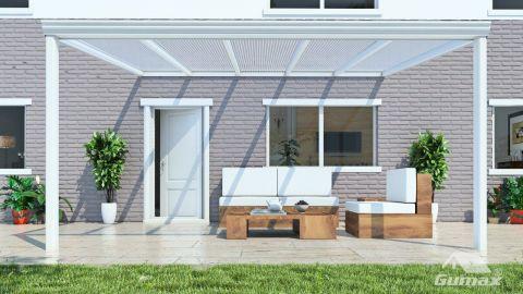 Gumax terrasoverkapping vooraanzicht 5.06m breed x 3.5m diep klassiek crème met helder polycarbonaat dak