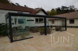 Moderne Gumax® Serre aanbouw in mat antraciet van 8,06 x 3,5 meter met glazen dakplaten inclusief Gumax glazen schuifwanden en glazen spie