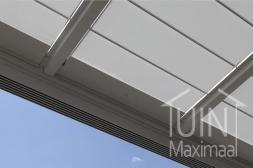 Gumax automatische zonwering in mat wit vanaf onderkant gezien