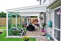 Gumax terrasoverkapping klassiek mat wit met glazen schuifdeuren
