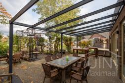 Klassieke Gumax® Terrasoverkapping in antraciet van 8,06 x 3,5 meter glazen dakplaten