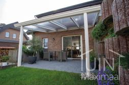 Klassieke Gumax® Terrasoverkapping in mat wit van 4,06 x 3,5 meter met heldere polycarbonaat dakplaten