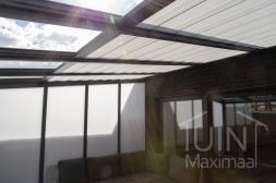 Gumax® zonwering in mat antraciet <br>inclusief Gumax® vaste zijwand in opaal polycarbonaat en LED verlichting