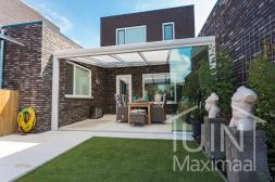 Moderne Gumax® overkapping in mat wit van 5,06 (ingekort) x 4 meter met opaal polycarbonaat dak en schuifdeuren