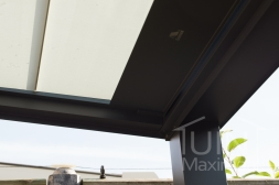 Gumax® automatische zonwering in mat antraciet close-up